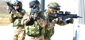Addestramento interforze per i fucilieri dell'aria (foto Aeronautica Militare)
