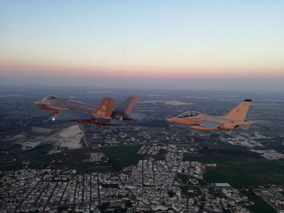 Calendario Aeronautica Militare 2020.In Volo I Nuovi Aerei Dell Am Armymag