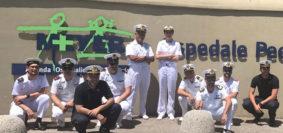 Marinai della Nave Vesuvio all'ospedale Meyer (Foto Marina Militare)