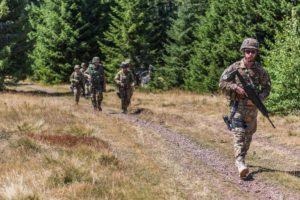 Kfor pattuglia congiunta tra Kosovo e Serbia (foto Esercito Italiano)