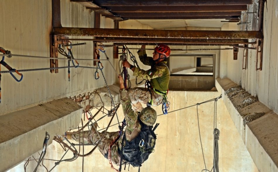 Gli alpini mettono in sicurezza ingegneri Usa a Mosul (foto Stato Maggiore Difesa)