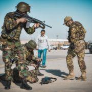 Alpini addestrano truppe afgane (foto Stato Maggiore Difesa)