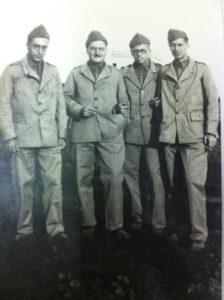 Il tenente Filippo Magnanensi, secondo da sinistra, nipote di Stefano Lupi