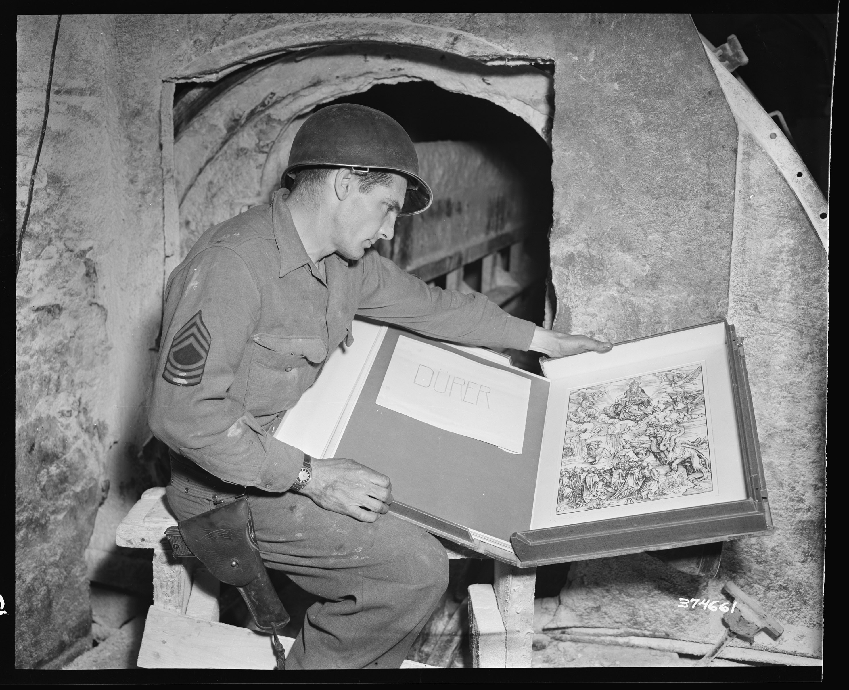 Le opere d'arte italiane restituite dall'Us Army (ph National Archives)