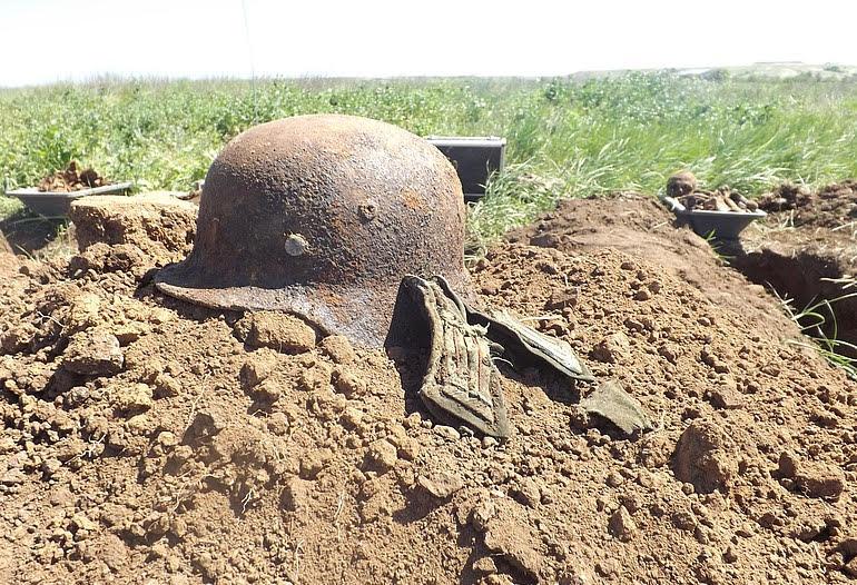 "Fossa comune di soldati tedeschi ww2 ritrovata a Stalingrado (foto ""Volksbund Deutsche Kriegsgräberfürsorge"")."