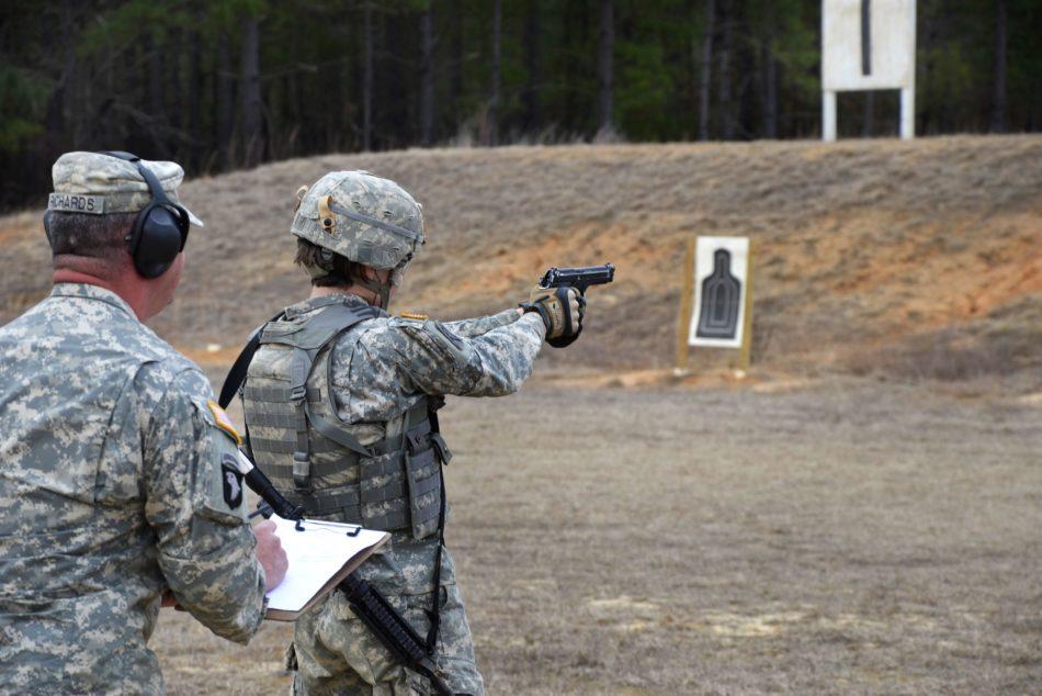 Soldato USA spara con M9