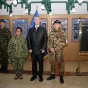 il Segretario Generale della NATO, Jens Stoltenberg al Comando Generale della KFOR di Pristina (foto Esercito Italiano)