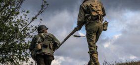 GERMOGLI PH: 18 SETTEMBRE 2017 SCARPERIA PASSO DEL GIOGO RIEVOCAZIONE STORICA SECONDA GUERRA MONDIALE LIBERAZIONE DI MONTE ALTUZZO UN TUFFO NELLA STORIA MILITARIA WWII RENACTOR SOLTATI TEDESCHI E AMERICANI