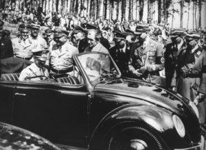 Hitler alla presentazione del Maggiolino