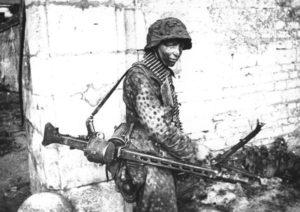 Soldato tedesco con MG42 (foto Bundesarchiv)