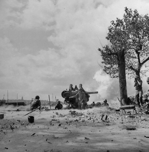 Il bombardamento di Cézembre (foto Us Army)
