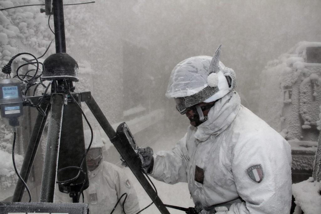 simulazione rilevamento dati Meteomont (foto Esercito Italiano)