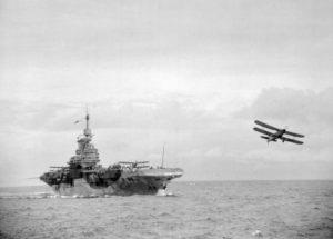 Un aerosilurante Fare Albacore si alza in volo dalla HMS Formidable