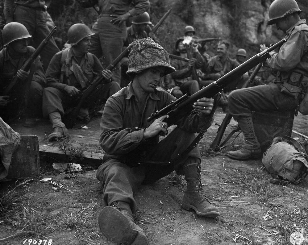 Soldato americano con un M1903 Sniper seconda guerra mondiale