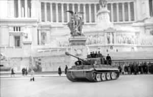 Un carro Tigre davanti al vittoriano (foto Bundesarchiv)