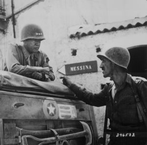 Patton durante l'avanzata in Sicilia (National Archives)