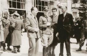 Gli ostaggi, al centro il colonnello Bogislaw von Bonin e a destra Sigismund Payne Best subito dopo la liberazione (foto Us Army)