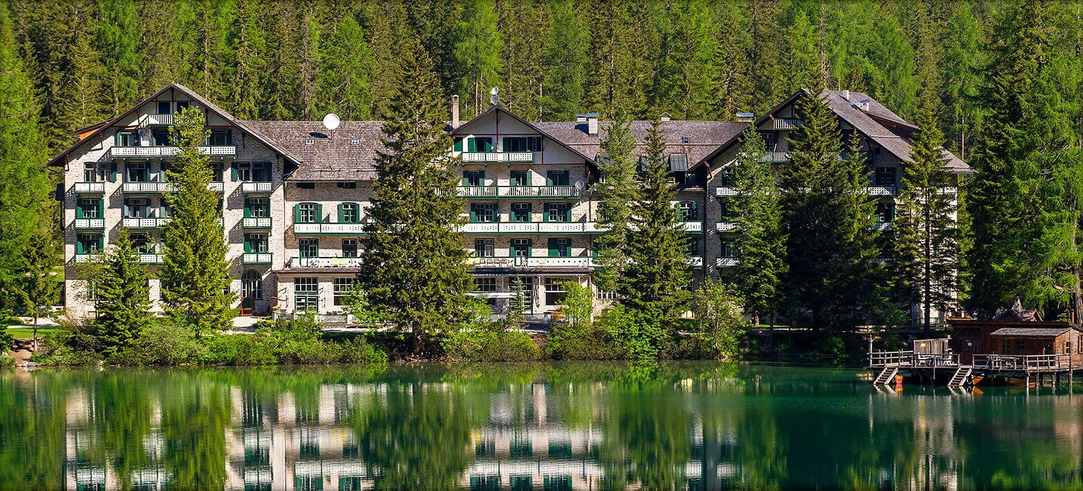 L'hotel oggi (www.lagodibraies.com)