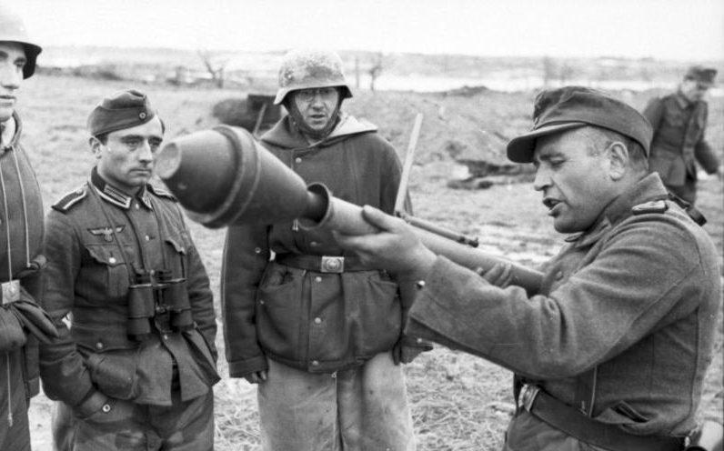 Soldato tedesco con Panzerfaust (Bundesarchiv)