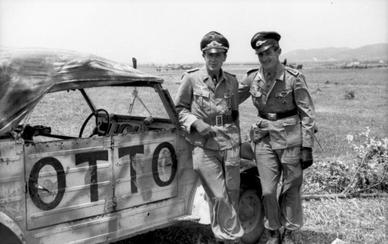 Kübelwagen con ufficiali tedeschi (foto Bundesarchiv)