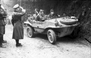 Schwimmwagen (foto Bundesarchiv)