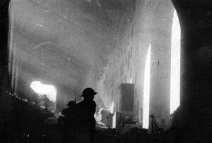 soldati polacchi entro nell'abbazia (Wikipedia)
