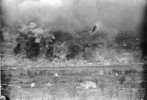 Il bombardamento di Cassino (foto IWM)
