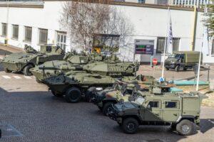 Blindo Centauro 2 il CSM generale Farina in visita alla Iveco Defence