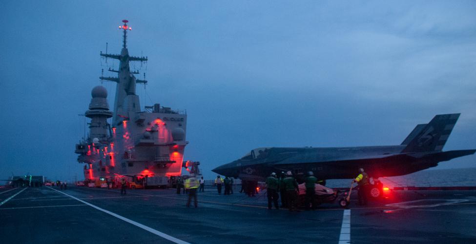Il ponte di volo della Cavour (foto Marina Militare)