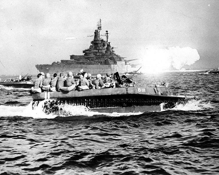 BB-43-LVT-pronto allo sbarco su Okinawa (Us Navy)