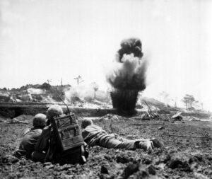 La demolizione delle caverne occupate dai giapponesi (Marine Corps)