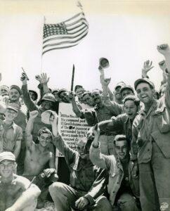 I marines festeggiano la vittoria (Marine Corps)