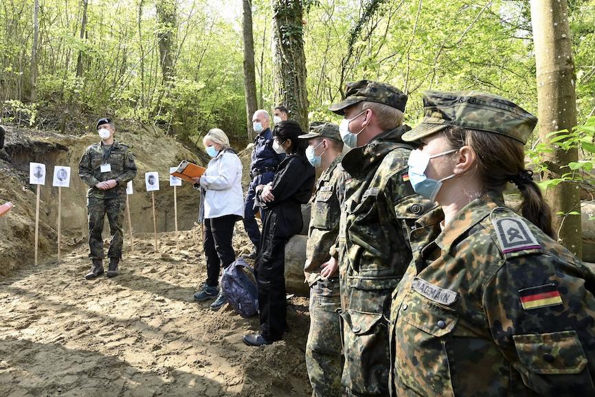 Operazioni di ricerca al tunnel Winterberg (ph Uwe Zucchi für Voksbund.de)