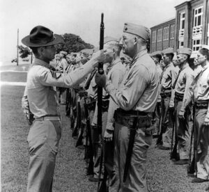 il Prof Paul Douglas, marine a 50 anni (foto Marine Corps)