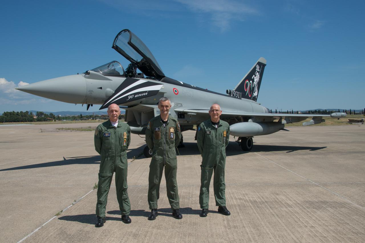 Il Capo di Stato Maggiore della Difesa, Generale Enzo Vecciarelli, il Capo di Stato Maggiore dell'Aeronautica, Generale di Squadra Aerea Alberto Rosso, e il comandante del 4° stormo Colonnello Zaniboni