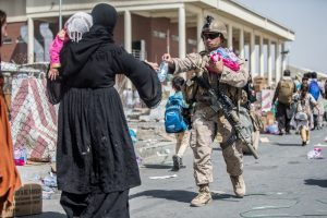 Le operazioni di evacuazione all'aeroporto di Kabul (ph Marine Corps)