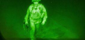 Il generale Chris Donahue, comandante della 82a divisione aviotrasportata, è l'ultimo soldato americano a imbarcarsi sull'ultimo volo in partenza dall'Afghanistan un minuto prima della mezzanotte del 31 agosto 2021